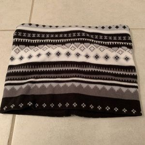 Old navy flannel black and white scarf nwot